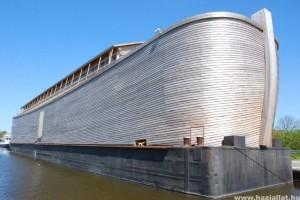 Megnyitott Noé bárkája - élethű méretben
